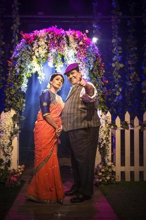 Satish Kaushik and Meghna Malik in Mr. and Mrs. Murarilal. Press Photo.