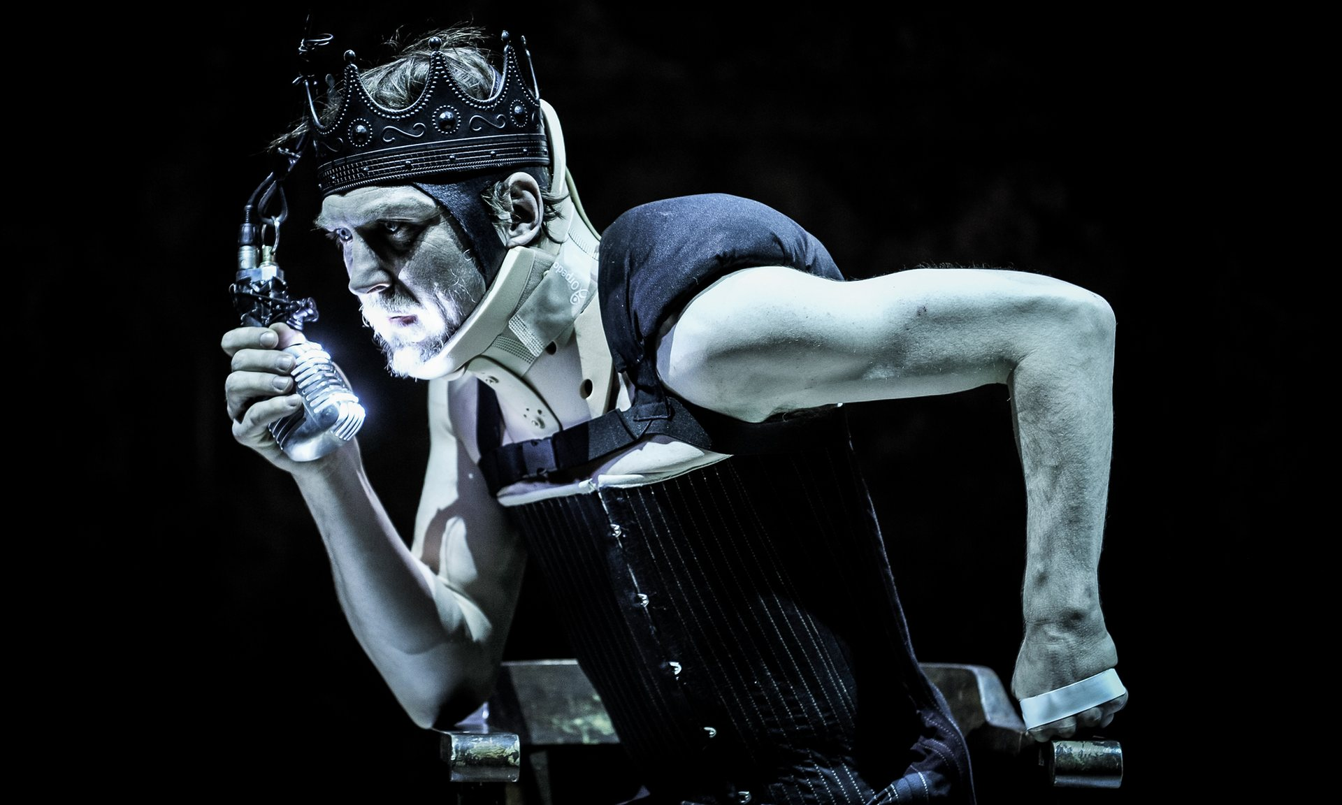 Lars Eidinger as Richard III. Directed by Thomas Ostermeier. Photo credit: Arno