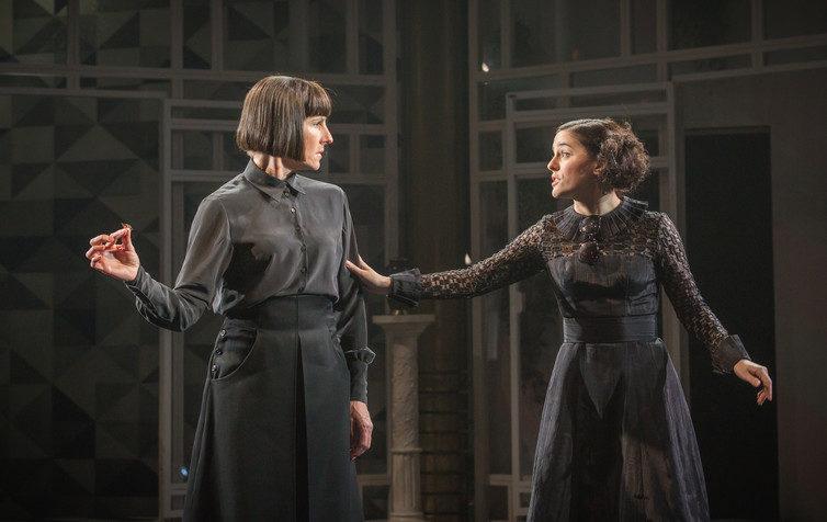 """Tamsin Greig's Gender-Bending Performance in """"Twelfth Night"""""""