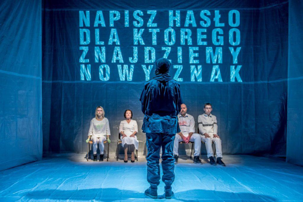 Nie Mów Nikomu [Do Not Tell Anyone], dir. by Adam Ziajski, Scena Robocza, Poznań, Photo by Maciej Zakrzewski