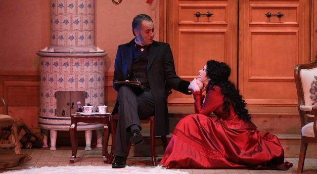 """A Doll's House"" Premieres On Istanbul Stage"