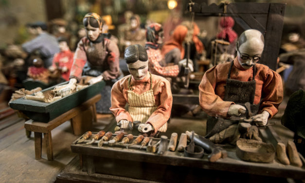 This Extraordinary Mechanical Puppet Theater Will Take You Back To 19th Century Russia