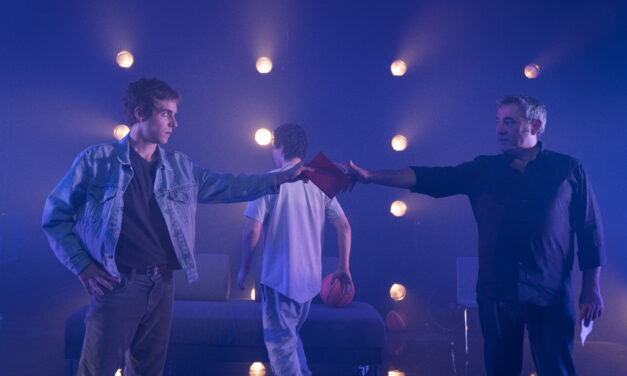 """Sergi López Heads an Impressive Cast in Andrés Lima's Staging of Juan Mayorga's """"The Boy at the Back"""""""