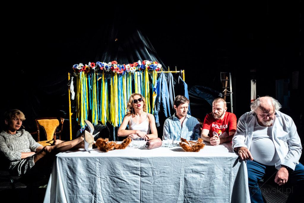 Lwów We Won't Give Up Directed by Katarzyna Szyngiera.Wanda Siemaszkowa Theatre in Rzeszów. Photo by Maciej Rałowski.