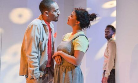 "Ruby Thomas's ""Either"" at the Hampstead Theatre: Intriguing Questioning of Gender Identity"