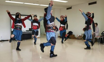 Young Japanese Man Introduces Zeybek Dance in His Hometown