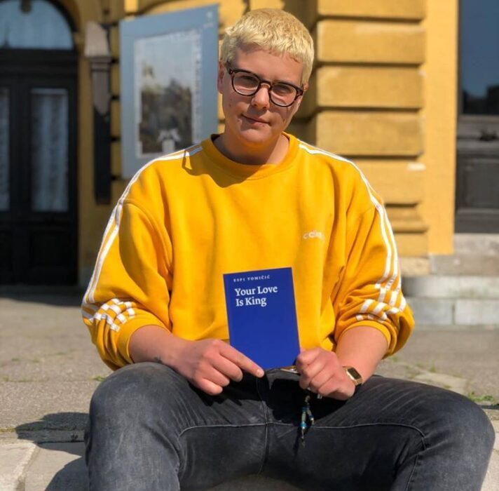 sa knjigom