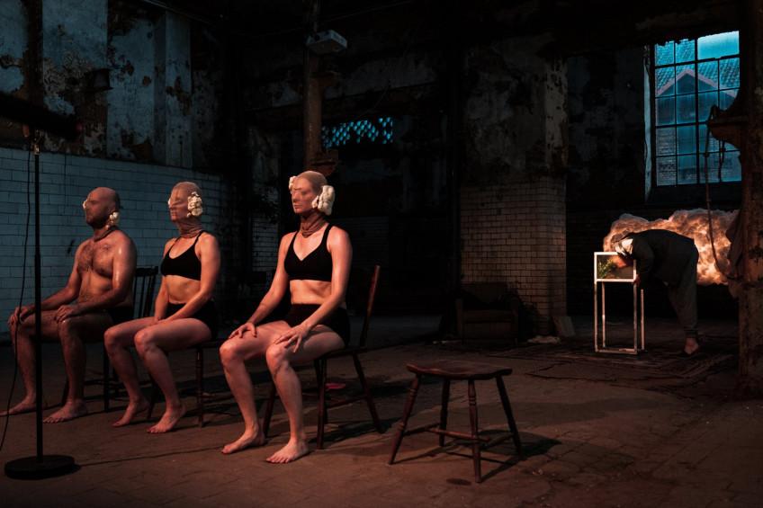 """Gęstość zaludnienia. Historia wybuchu."" (Population density. History of Explosion) Kana Theater. Copyrights: Teatr Kana. Press photo."